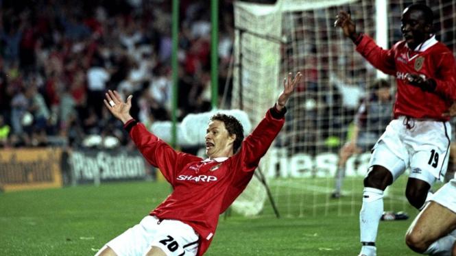 Ole Gunnar Solskjaer mencetak gol kemenangan  comeback terhebat MU di final Liga Champions 1999