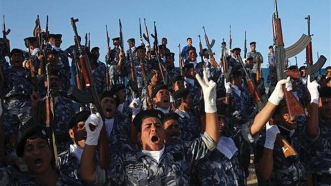 Pasukan Irak merayakan pemulangan pasukan AS secara bertahap
