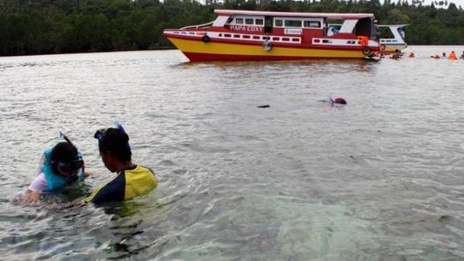 Snorkling di Pantai Bunaken, Sulawesi Utara