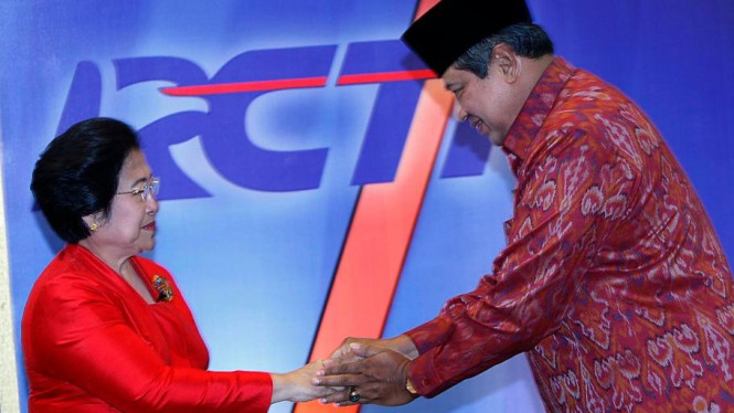 SBY saat menyalami Megawati.