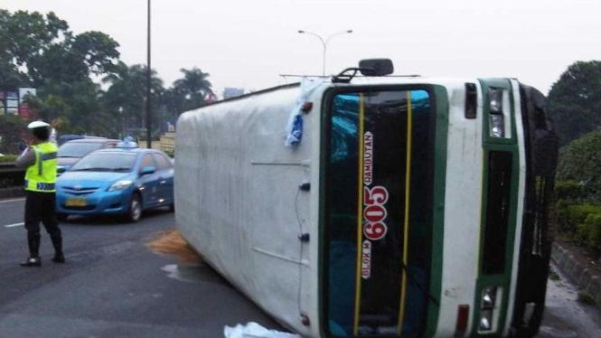 Bus Kopaja massa SBY-Boediono kecelakaan
