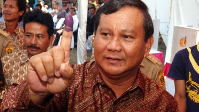 Prabowo Subianto setelah menunaikan hak pilihnya