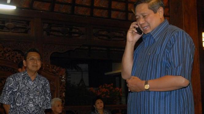 SBY telepon Jusuf Kalla disaksikan Boediono