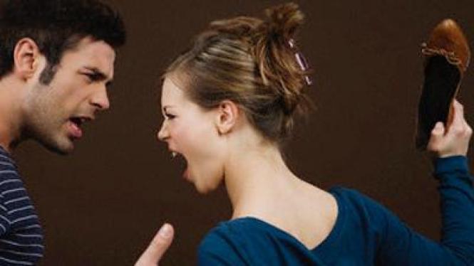 Pasangan bertengkar.