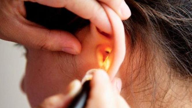 Periksa telinga