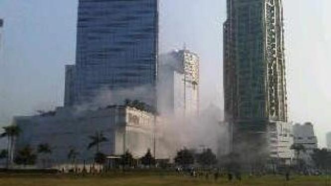 Foto ledakan di JW Marriott dan Ritz Carlton, 17 Juli 2009, kiriman saksi mata