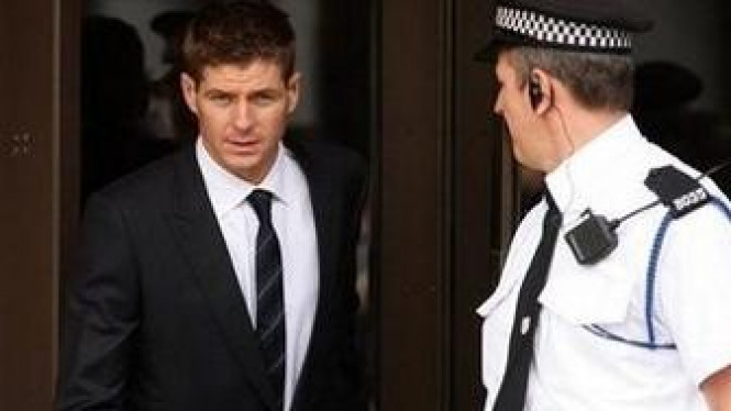 Steven Gerrard di luar pengadilan Liverpool