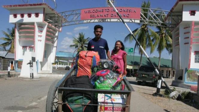 Mengangkut barang melintas batas Indonesia-Timor Leste