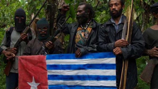 Pasukan Organisasi Papua Merdeka dengan bendera mereka/Ilustrasi.