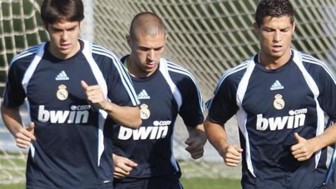 Ricardo Kaka (kiri), Karim Benzema (tengah) dan Cristiano Ronaldo