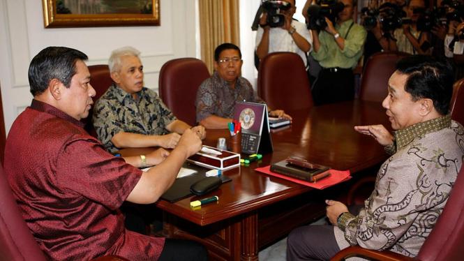 Presiden Susilo Bambang Yudhoyono (SBY) terima laporan Kapolri soal teroris
