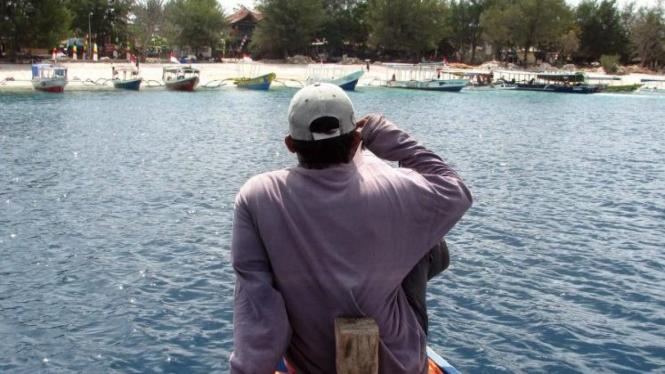 Perahu akan menepi di Gili Terawangan, Lombok, NTB