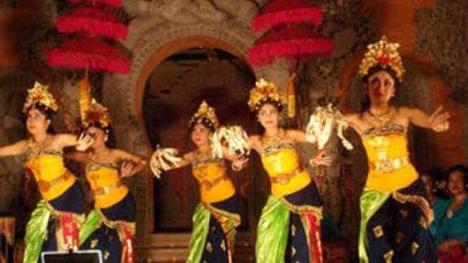 Tari Pendet, Bali