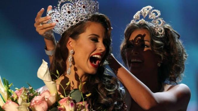 Miss Universe 2009 : Stefania Fernandez & Dayana Mendoza