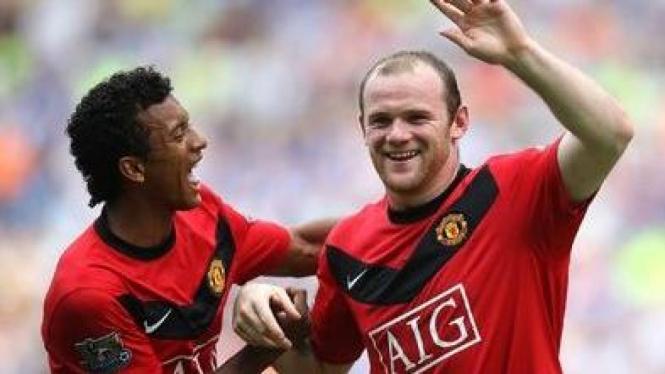 Nani (kanan) dan Wayne Rooney