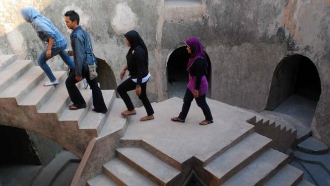Mengunjungi sumur gumuling di kawasan wisata Taman Sari Yogyakarta