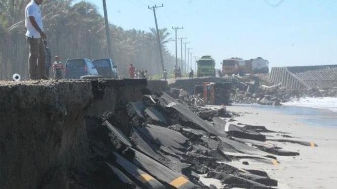 Jalan lintas Sumatera di Mukomuko, Bengkulu, terancam putus