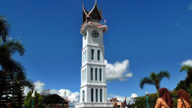 Objek wisata Jam Gadang di Bukittinggi, Sumatera Barat