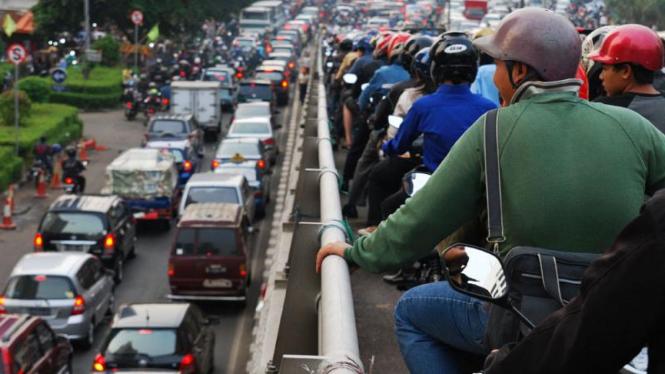 Ruas Jalan di Jakarta Macet Akibat Guncangan Gempa
