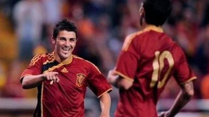 David Villa (kiri) dan Cesc Fabregas