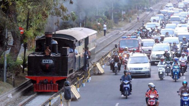 Kereta uap wisata di Kota Solo