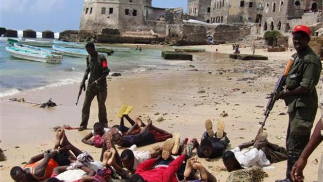 Latihan penangkapan perompak di Mogadishu, Somalia