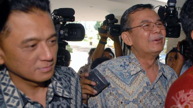 Pimpinan KPK, Chandra M Hamzah dan Bibit Samad diperiksa polisi