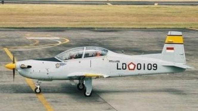 Pesawat Latih TNI AU Bravo AS 202