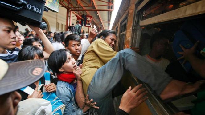 Mudik Lebaran : Stasiun Senen, Jakarta