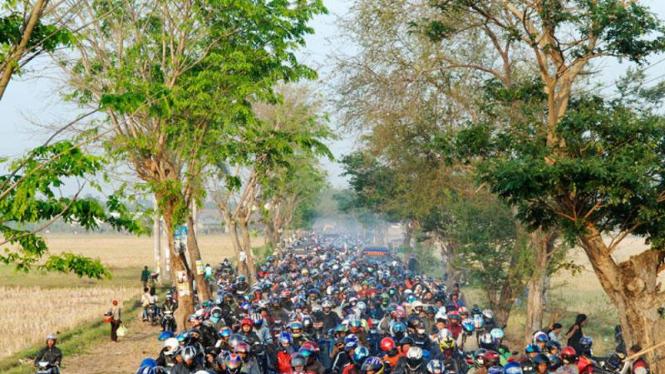 Mudik Lebaran : Arus Motor di Karawang, Jabar