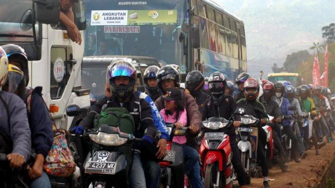 Ilustrasi Kemacetan lalu lintas di Nagrek, Kabupaten Bandung, Jawa Barat