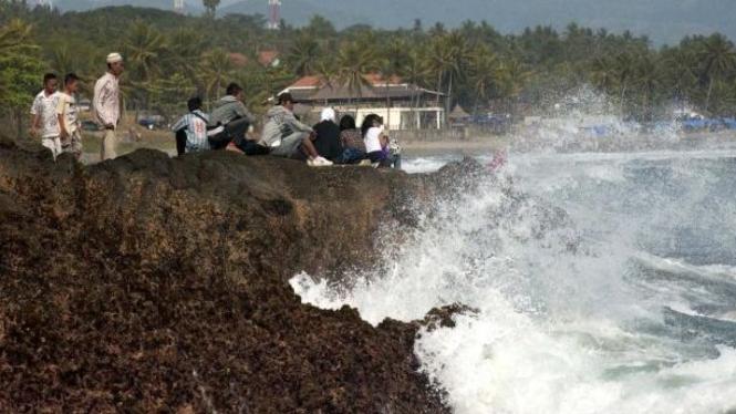 Objek wisata pantai Karanghawu, Cisolok, Sukabumi