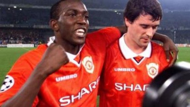 Roy Keane (kanan) & Dwight Yorke saat memperkuat Manchester United