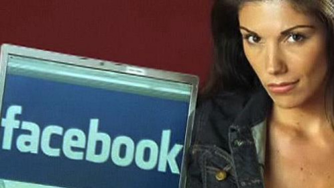 Model Playboy Anissa Holmes dan laman Facebook
