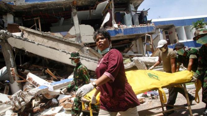Gempa di Kota Padang : Evakuasi Korban