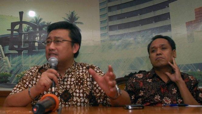 Wakil Sekretaris Jenderal Partai Demokrat, Rachlan Nashidik (kiri).