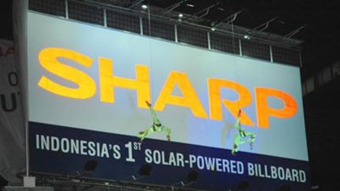 Papan reklame energi matahari
