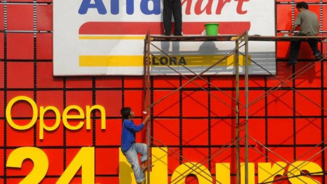Supermarket Alfamart beroperasi 24 jam