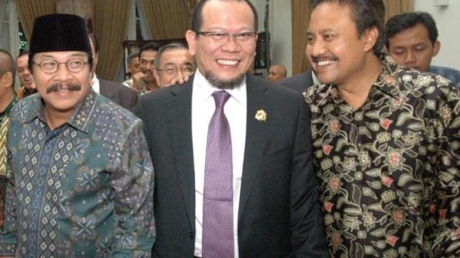 Ketua Kadin Jawa Timur, La Nyalla Mattaliti (tengah).