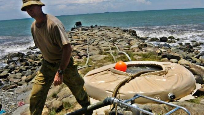 Pendulangan air laut jadi air bersih bantuan Australia untuk korban gempa Padang
