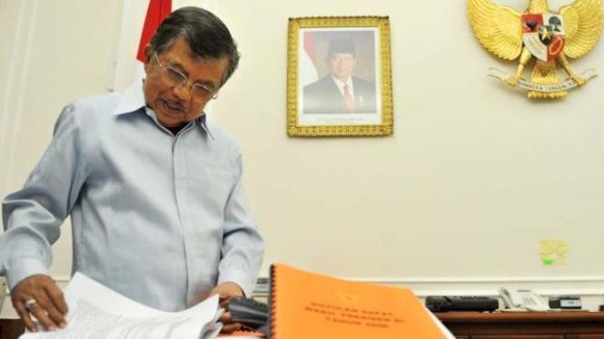 Jusuf Kalla merapikan buku jelang berakhirnya masa jadi Wakil Presiden