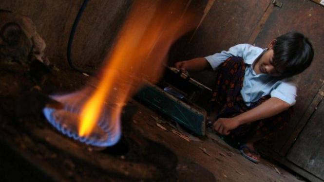 Memasak dengan biogas di Pesantren Lirboyo