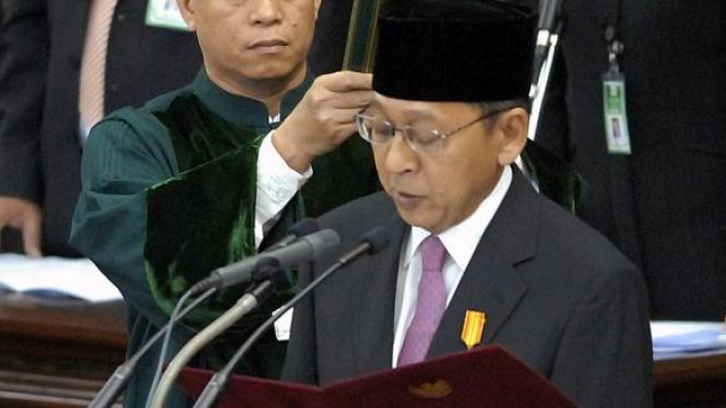 Boediono membaca sumpah Wakil Presiden