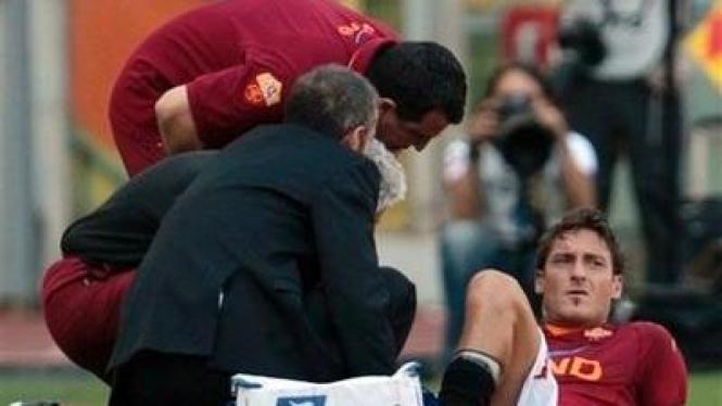 Francesco Totti (bawah)