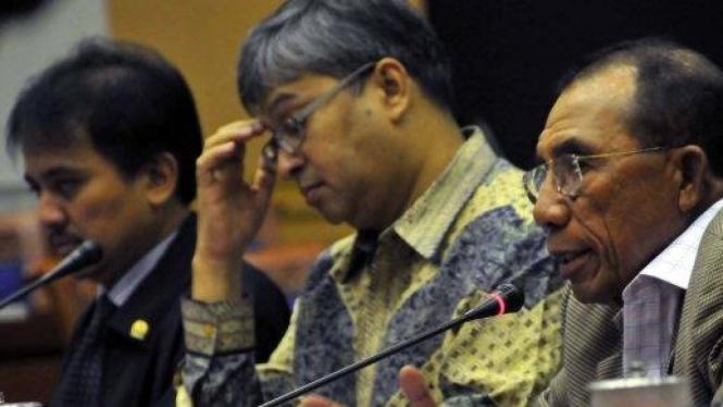 Roy Suryo (Demokrat), Helmi Fauzy (PDIP) & Max Sopacua (Demokrat)