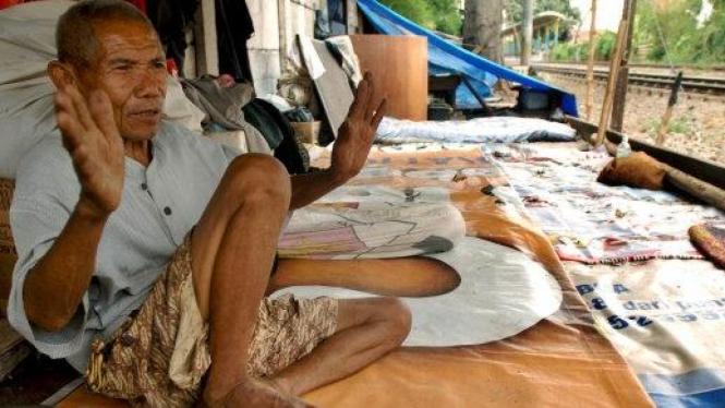 Potret kemiskinan: Suryono tinggal di kawasan rel, Kebon Melati, Jakarta