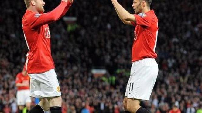 Wayne Rooney (kiri) & Ryan Giggs