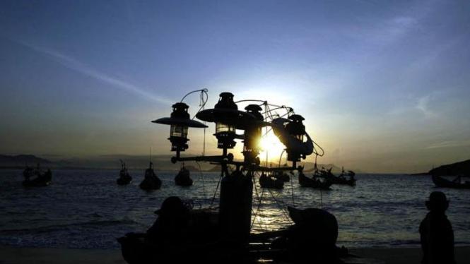 Nelayan di Tanjung Papuma, Jember