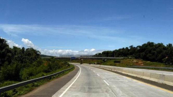Jalan tol Cipularang saat baru dibuka