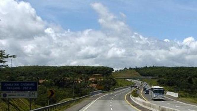 Jembatan di jalan tol Cipularang menuju Bandung